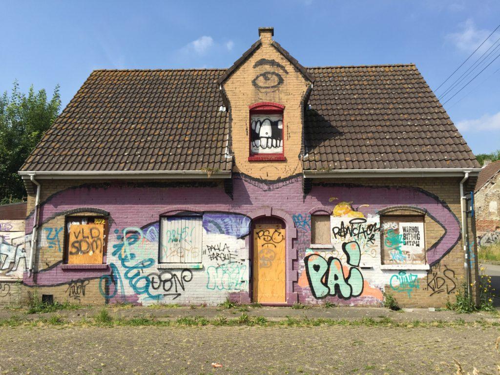Urban exploring in Doel