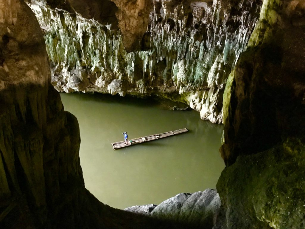 Bamboeraften in Lod Cave