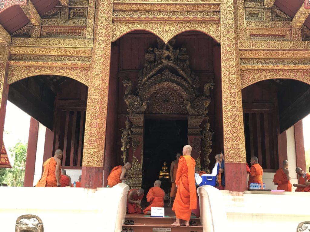 Monniken aan Wat Pra Sing