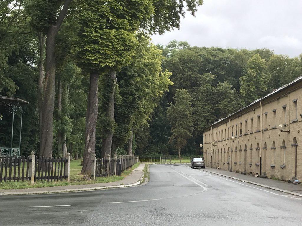 Bois-du-Luc: straat en park