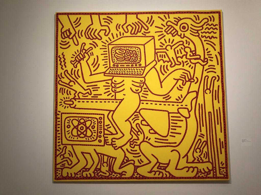 Keith Haring in Brussel. Volgetekende motorkap van een taxi.